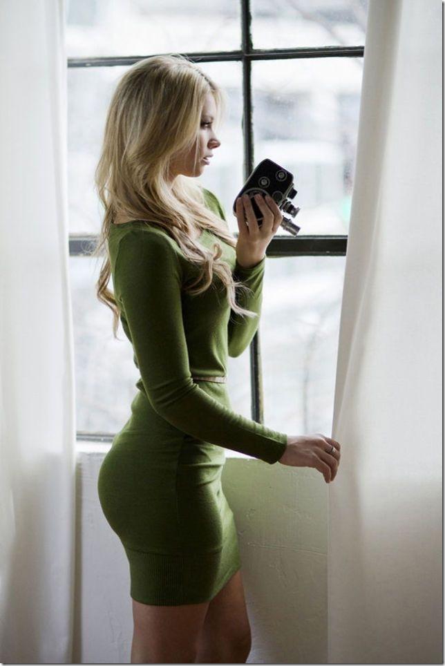 ぴたぴたな服の女性 (11)