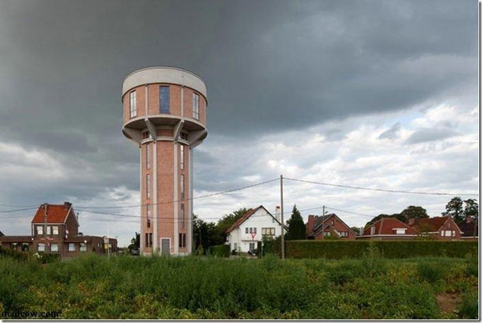 給水塔を改造して作ったカッコイイ家